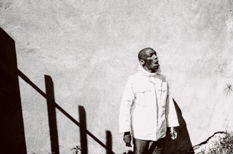 TRICKY  annuncia   'FALL TO PIECES REMIXES' ep  feat. from trentemøller, Kahn, LA Timpa, Lafawndah  12 MARZO   False Idols/K7 Records/Audioglobe