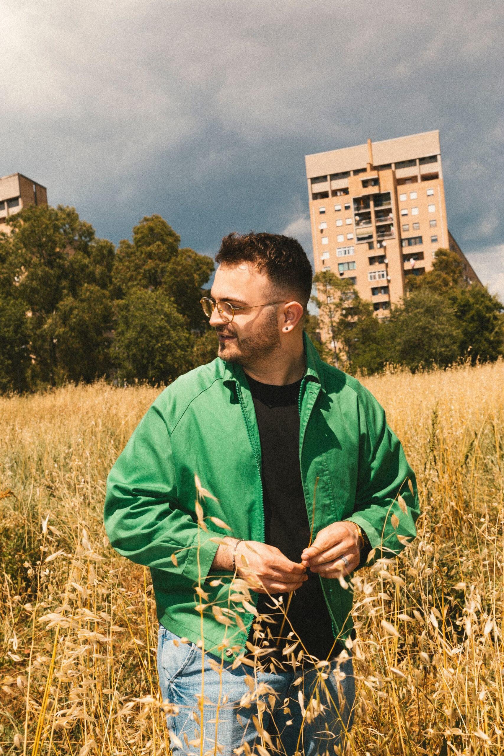 Manuel Finotti giovane polistrumentista e cantautore romano
