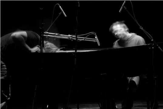 NILS FRAHM pubblica oggi, in occasione di Piano Day, 'GRAZ', il disco registrato nel 2009 e mai pubblicato