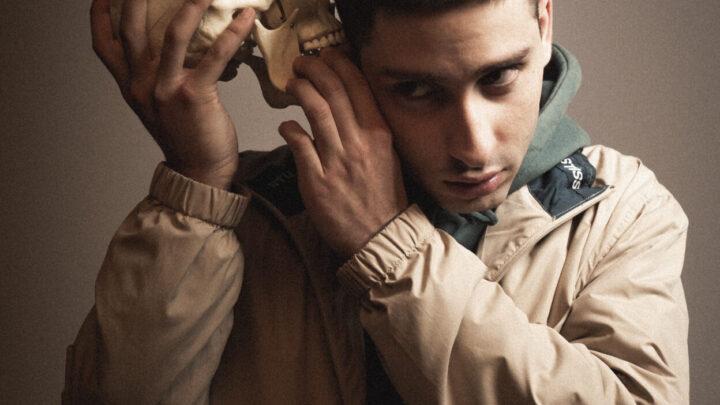 """""""Valanghe"""", il nuovo singolo di Diego Random estratto dal nuovo ep """"Aesthetic Caos"""", è disponibile in radio e su tutte le piattaforme digitali."""