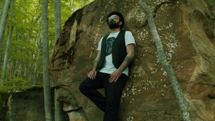'Tra miliardi di stelle' è il nuovo videoclip di Gimbo con Javier Girotto